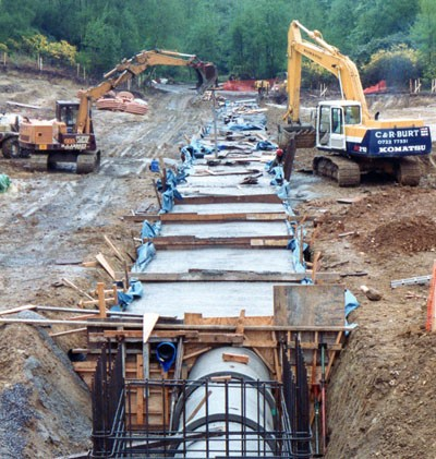 Installing transfer pipe at Center Parcs Longleat Forest (1993)