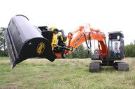 Engcon attachment allows bucket to rotate through 360º