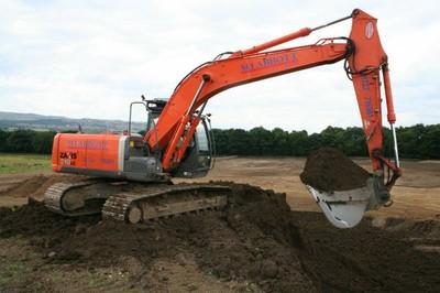 Hitachi 210LC excavator - 21 tonnes