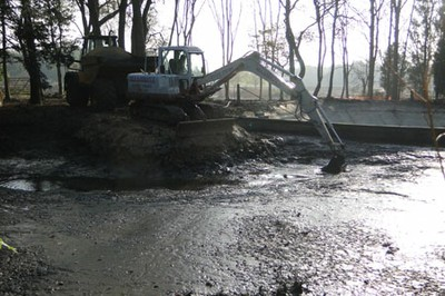 Cleaning out and desilting of clay-lined Victorian swimming pool