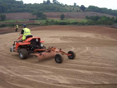Preparing greens surface for turfing