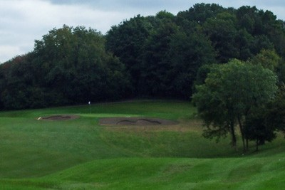 Hole 4 - Greenside bunkers re-shaped