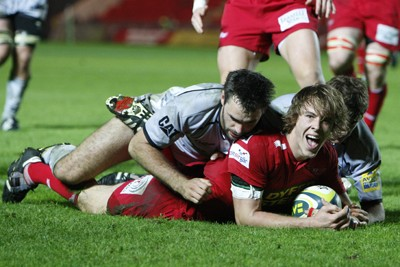 Scoring a try at Parc y Scarlets