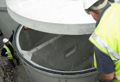 Installation of a precast concrete sewage treatment plant